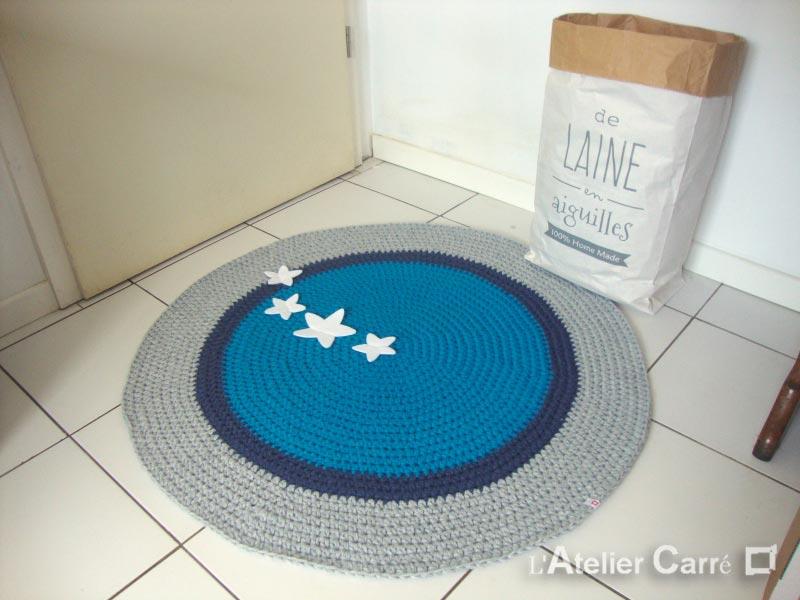 tapis rond crochet 100cm bleu gris elephant l 39 atelier carr. Black Bedroom Furniture Sets. Home Design Ideas