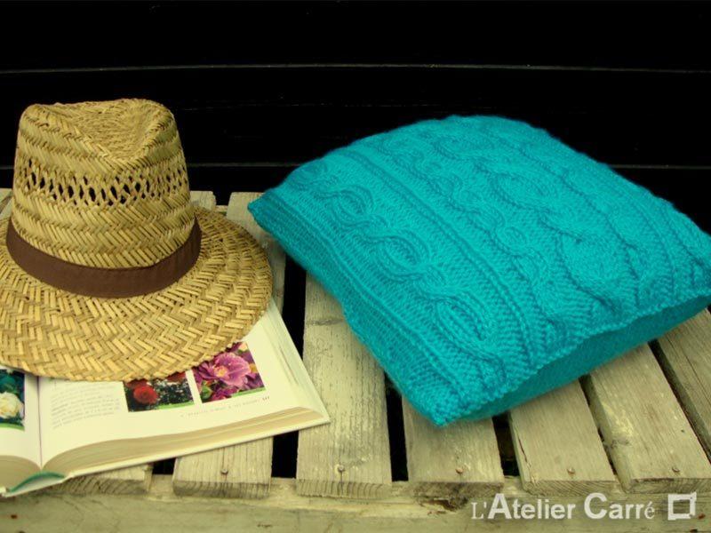 coussin en tricot torsadé sur mesure motif au choix