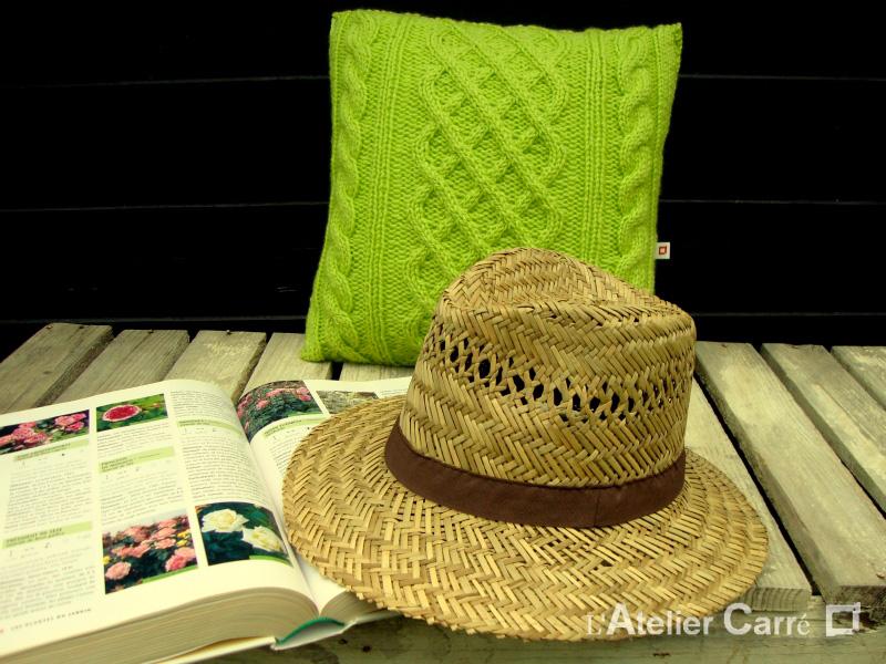 coussin torsadé en tricot coloris et motifs au choix