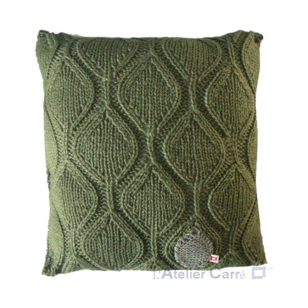 coussin en tricot motif feuille