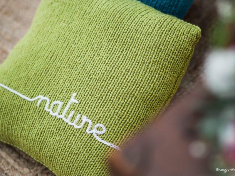 coussin tricot personnalisé vert inscription nature