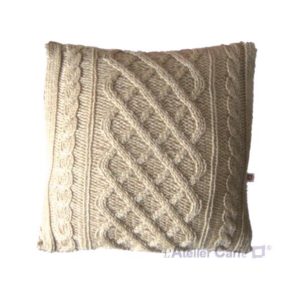 coussin en tricot torsadé