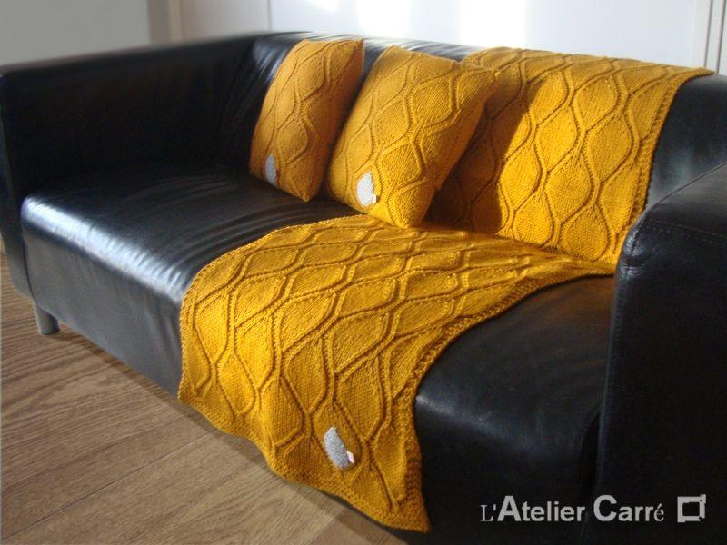 étole jeté de canapé en tricot graphique coloris moutarde