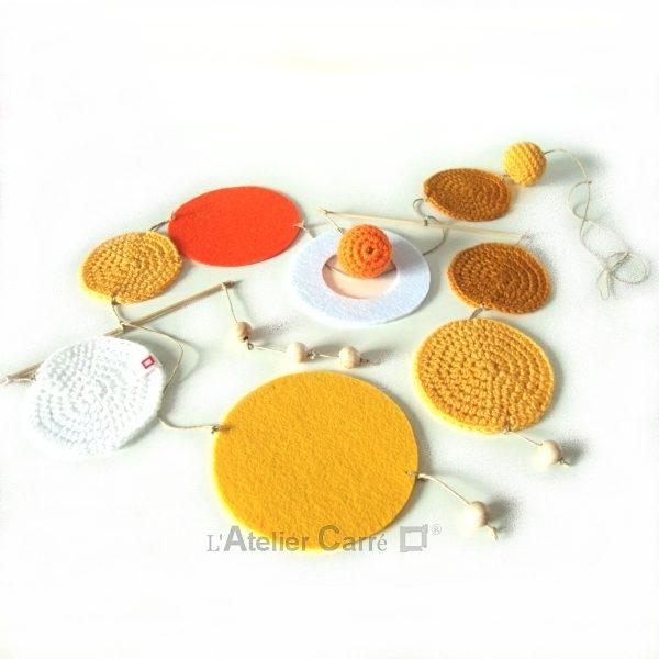 Guirlande mobile ronds en laine et feutrine coloris jaune