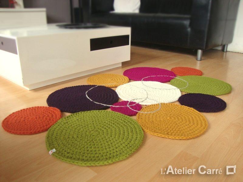 Tapis Confettis ronds colorés crocheté en laine
