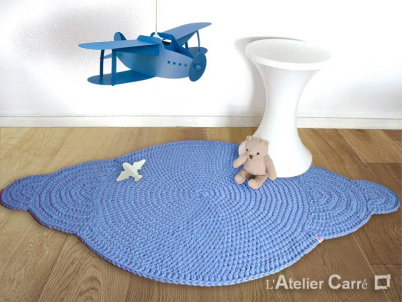 tapis en laine forme nuage avec avion coloris et tailles au choix