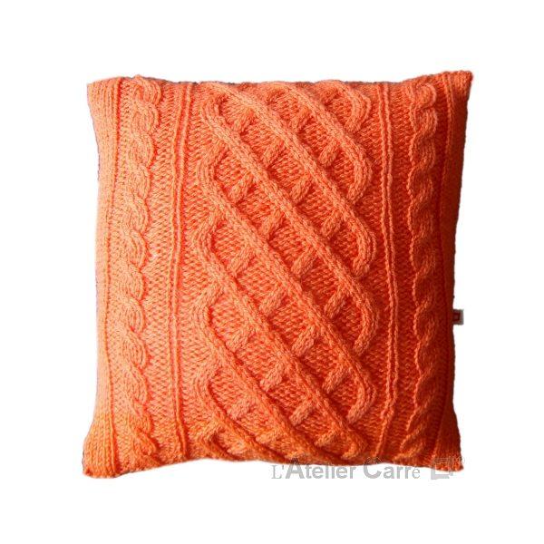 coussin en tricot torsadé laine orange
