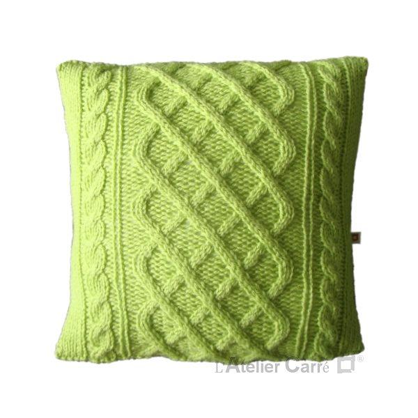 coussin en tricot torsadé laine vert pistache