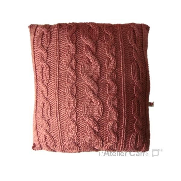 coussin en tricot torsadé pièce unique laine rose ancien