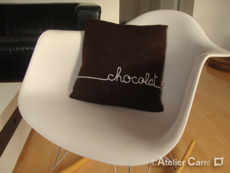 coussin-tricot-personnalise-chocolat