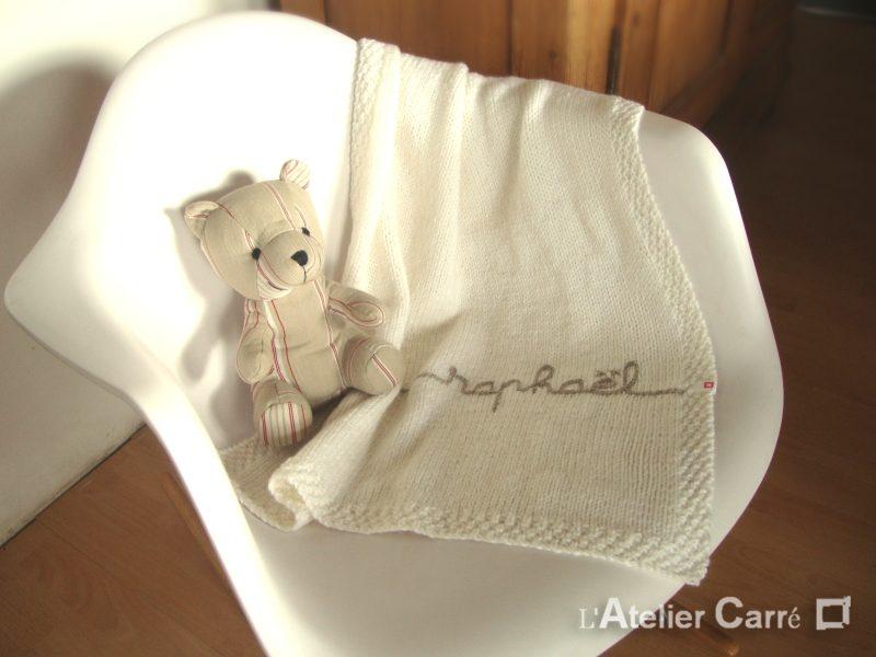 couverture-bebe-tricot-personnalisable-blanc-beige