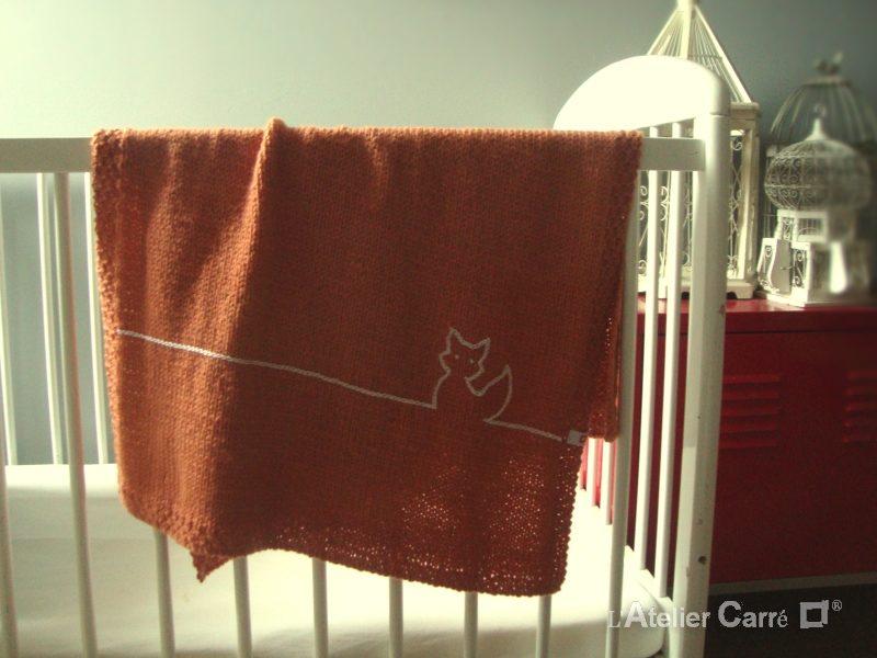 couverture bébé en tricot personnalisable avec un animal
