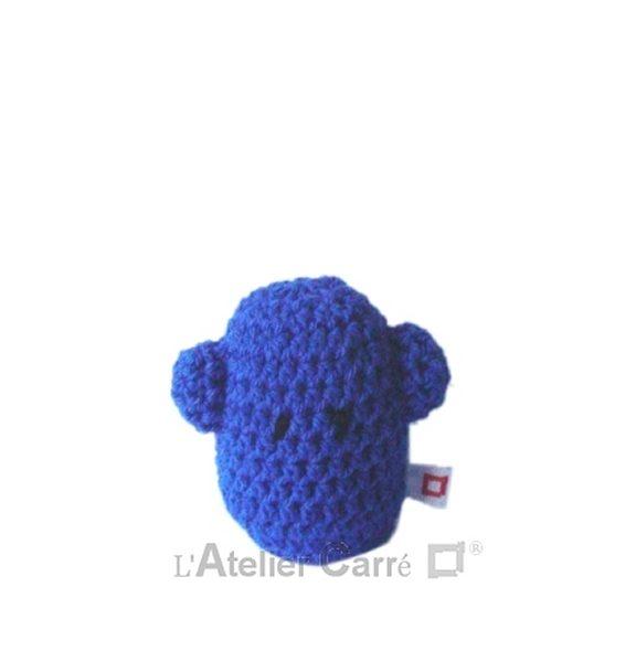 personnage rigolo au crochet rembourré mousse bleu
