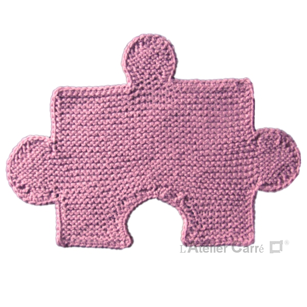 set de table design en tricot forme puzzle combinable rose pale