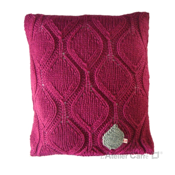 Coussin graphique en tricot motif feuille