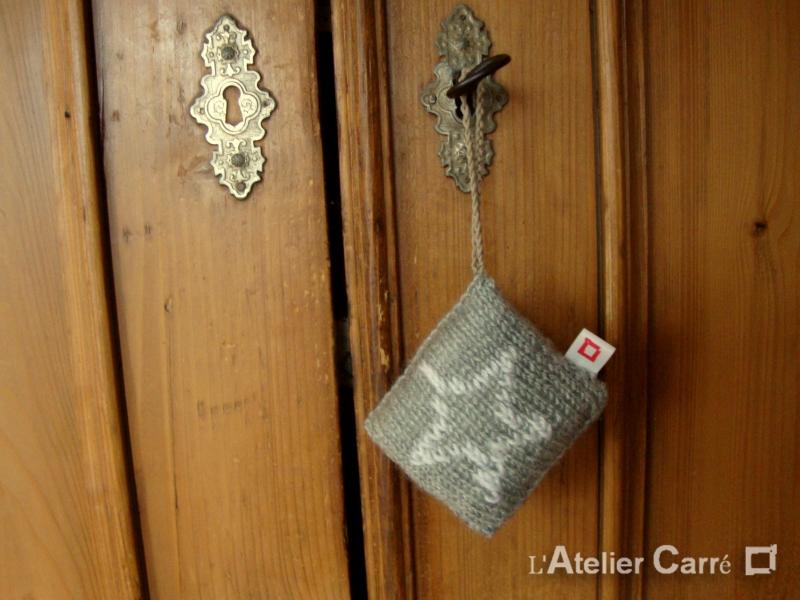 décoration de porte gris clair, motif étoile