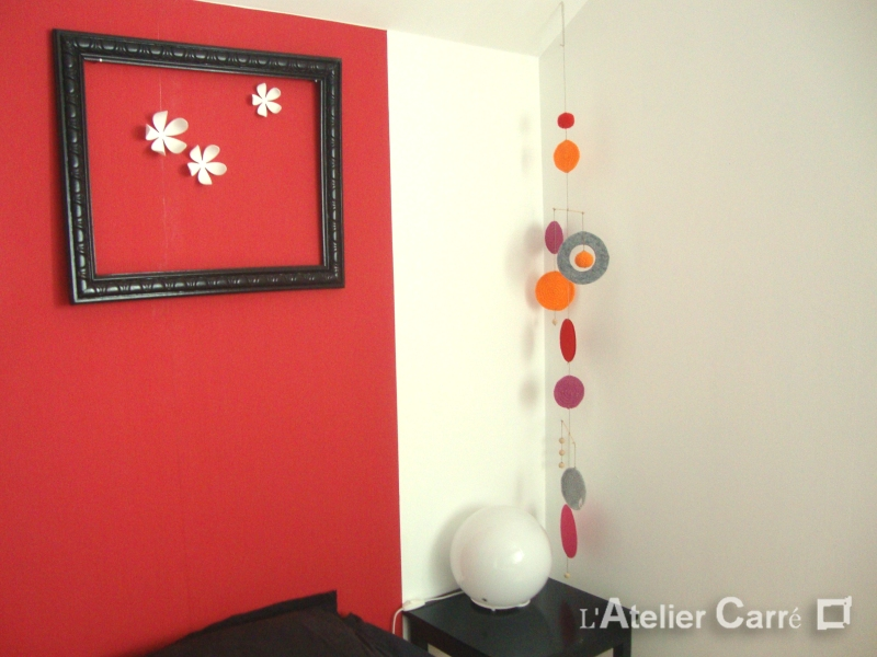 Guirlande mobile ronds en laine et feutrine coloris rouge orange