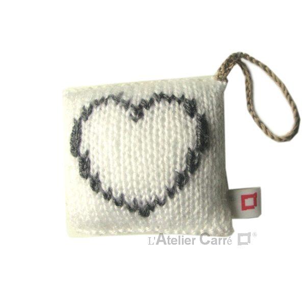 decoration-coussin-porte-blanc-coeur