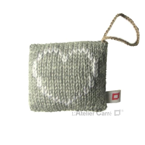 decoration-coussin-porte-gris-coeur