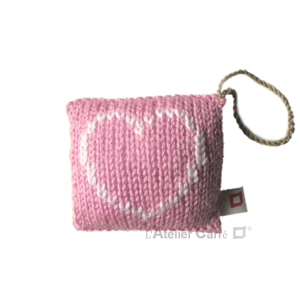 decoration-coussin-porte-rose-poudre-coeur
