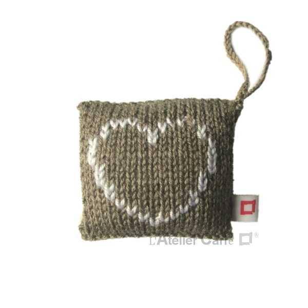 decoration-coussin-porte-taupe-coeur
