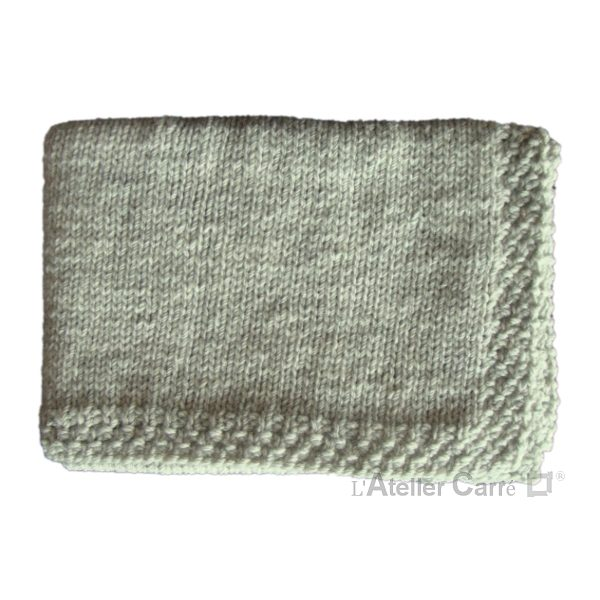 Couverture bébé en tricot personnalisable prénom ou texte gris clair