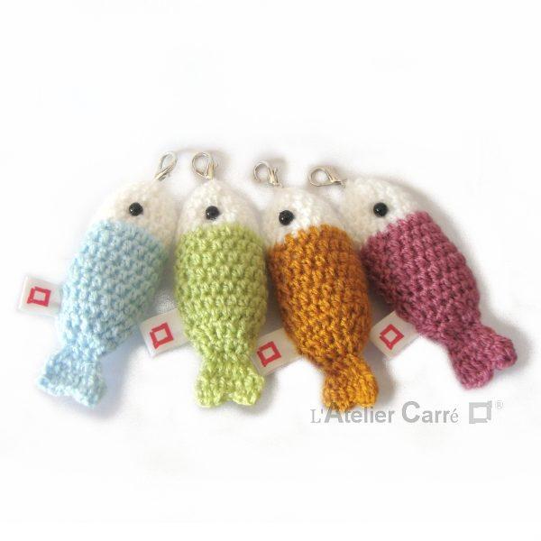 Poisson bicolore au crochet laine et mousse, porte-clef ou bijou de sac