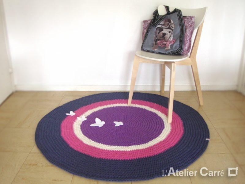 tapis-rond-crochet-papillons-violet-ecru-rose-indigo