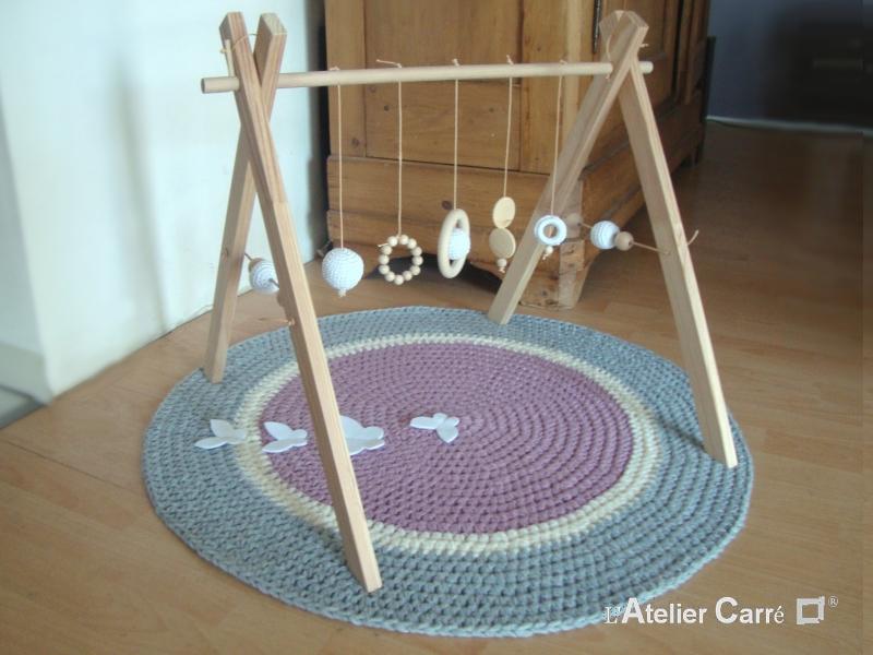 portique-d-eveil-bebe-bois-crochet-blanc