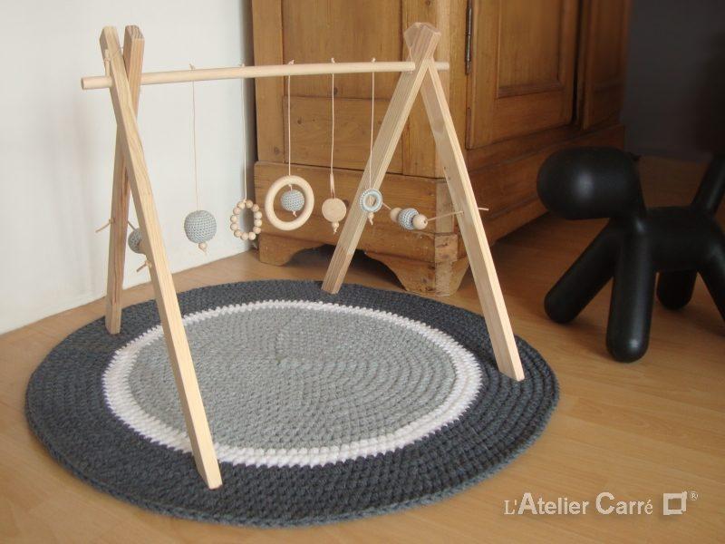 portique-d-eveil-bebe-bois-crochet-personnalisable-gris-clair