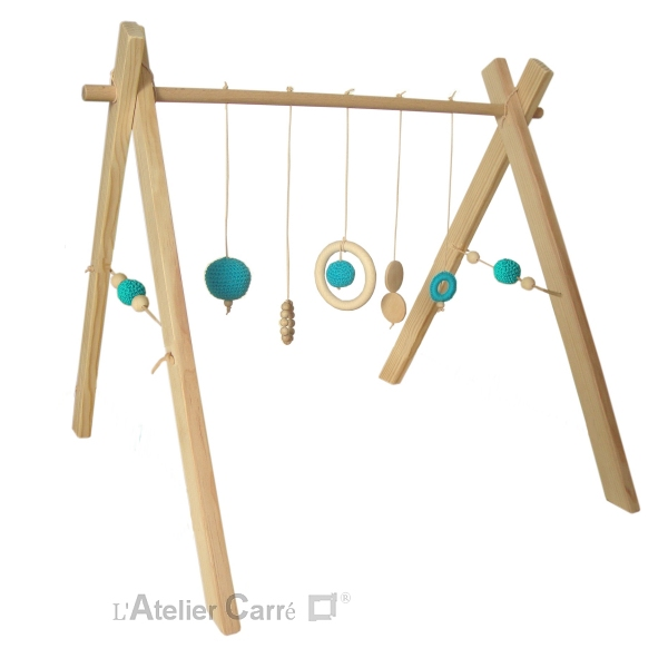 portique-d-eveil-bebe-bois-crochet-turquoise-2