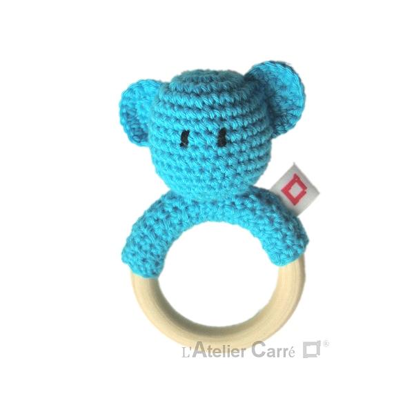 hochet bois et crochet anneau de dentition forme ourson bleu
