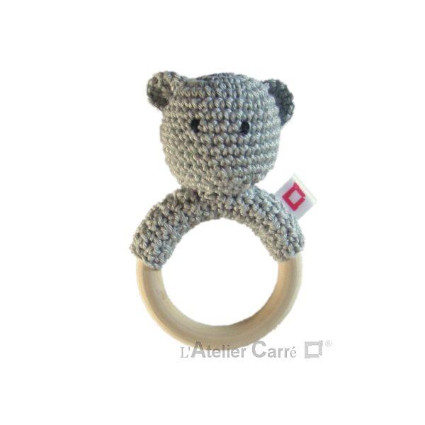 hochet-bois-crochet-anneau-ourson-gris-clair