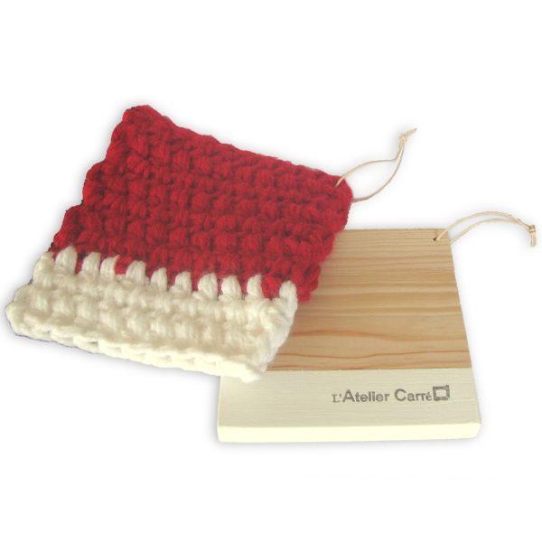 manique épaisse au crochet et dessous de plat en bois bicolore