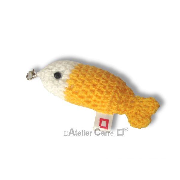 poisson bicolore laine et mousse porte clefs grigri de sac jaune