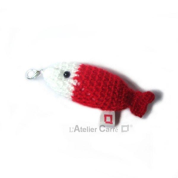 poisson bicolore laine et mousse porte clefs grigri rouge