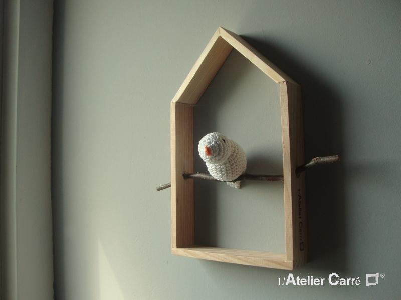 etagere decorative maison et oiseau au crochet blanc