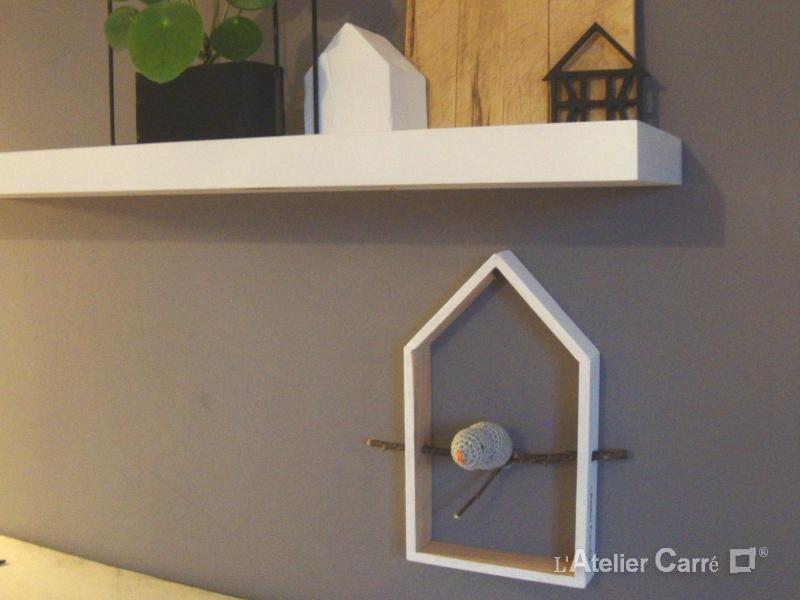 étagère décorative maison et oiseau gris clair