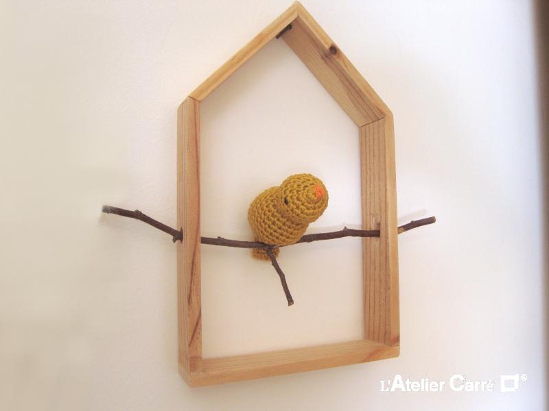 etagere decorative maison et oiseau au crochet moutarde