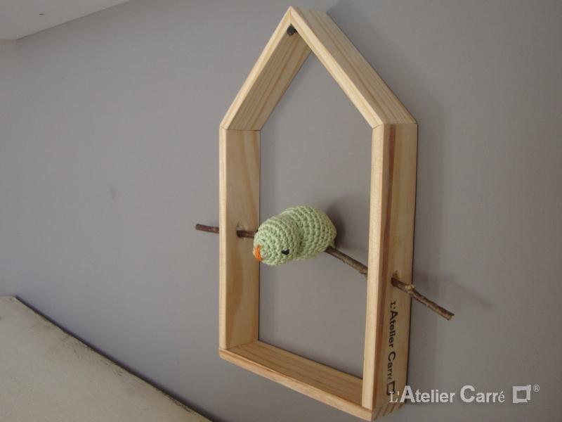 étagère décorative maison et oiseau vert clair