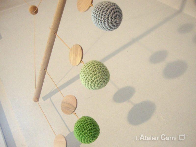 mobile de gobbi bois et crochet vert