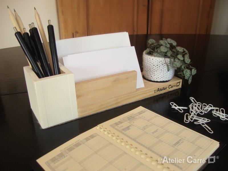 organiseur de bureau en bois bicolore et crochet blanc