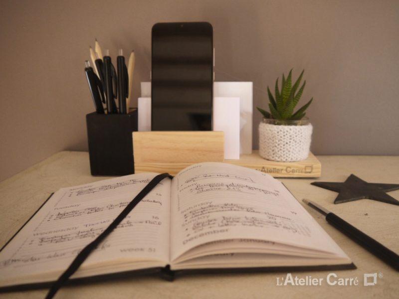 organiseur de bureau en bois bicolore et tricot